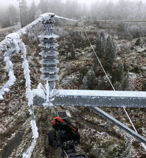 Huddig Palfinger kran rimfrost kraftledning